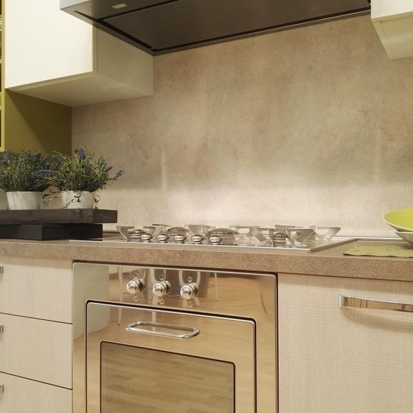 Cucina rovere tranchè e laminato seta bianco